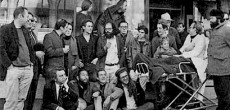Un omaggio poetico-musicale a un'epoca che ha fatto la storia, in scena domenica 21 Dicembre al Teatro Santuccio, alle ore 21.00. La rivoluzionaria poesia di Ginsberg, Kerouac e delle voci più esplosive della Beat Generation...