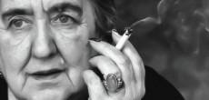 """Venerdì 17 aprile, ore 21.00, presso la Biblioteca Comunale di Varano Borghi in viale Vittorio Veneto, l'associazione culturale """"VaranoLegge"""" presenta l'evento """"Anche la follia merita i suoi applausi"""" un viaggio nella vita della poetessa Alda Merini."""