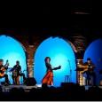 """Sabato 9 maggio, alle ore 21, andrà in scena al Nuovo Teatro di Cuasso, Via Roma 8, Cuasso al Monte, un omaggio a Fabrizio de Andrè: """"Faber... nè per denaro, nè per cielo"""" con Marina de Juli (voce narrante e canto), Andrea Cusmano (voce, chitarra, fisarmonica, flauto e mandolino) e Francesco Rampichini (voce e chitarra)."""